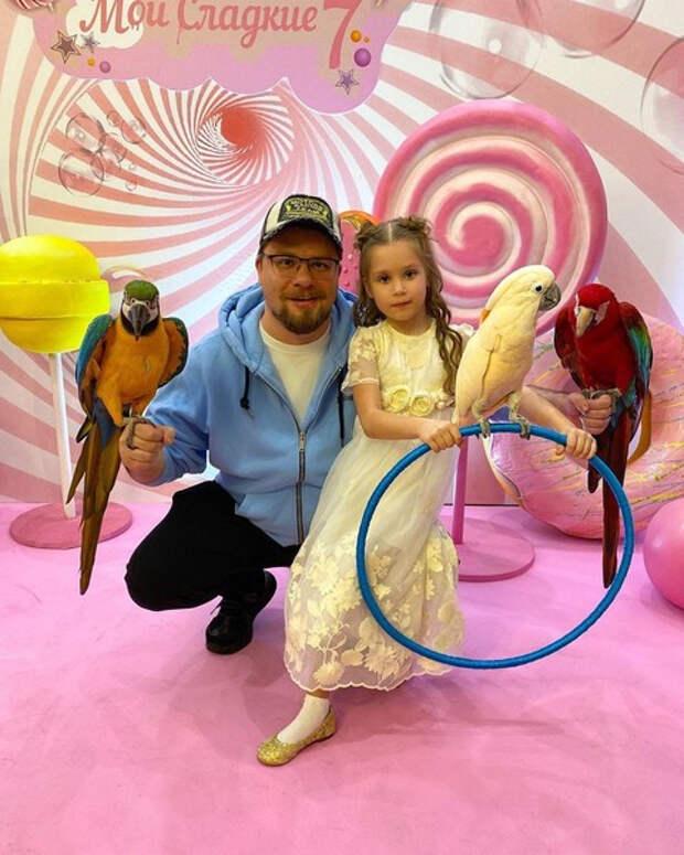 Гарик Харламов и Кристина Асмус вместе отметили семилетие дочери — видео