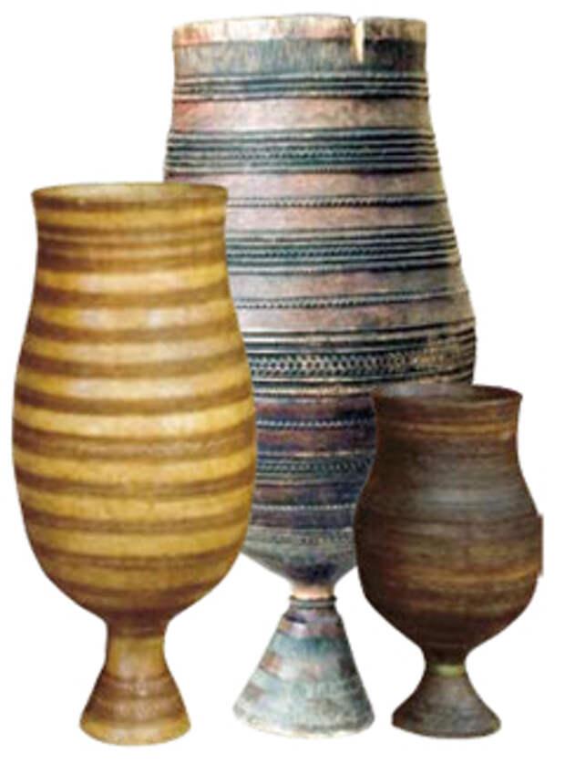 Деревянные ритуальные кубки для кумыса (чороны) — непременный атрибут праздника Ысыах. На празднике Ысыах чороны, наполненные первым кумысом, символизировали центр мироздания — источник божественной созидающей энергии