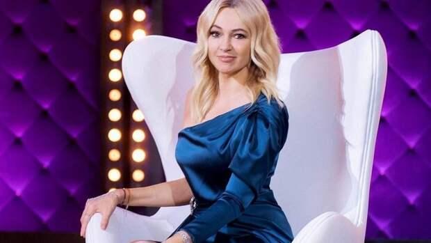 Жена Плющенко показала фото ссыном Сашей нафоне дорогого автомобиля