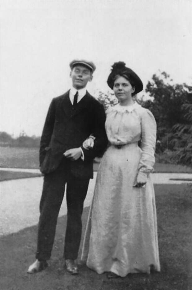 Мэри и Кингсли Конан Дойл.