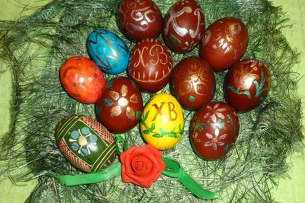 Пасхальные яйца-крашенки, расписанные красками #пасха2021
