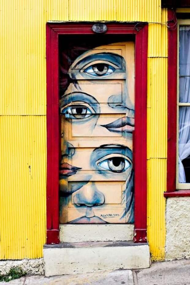 Дверь с лицом.