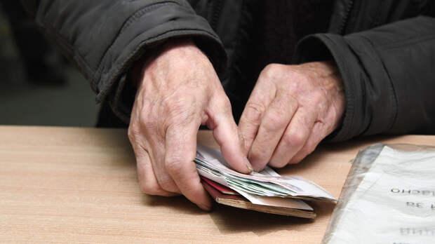 «Чиновники даже говорить со мной не хотят»: в Петушках пенсионер платит налог на чужой BMW