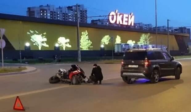 Пассажирка мотоцикла пострадала вДТП наБотанике вЕкатеринбурге