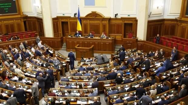 Партия Зеленского инициировала внеочередное заседание Рады после протестов в Киеве