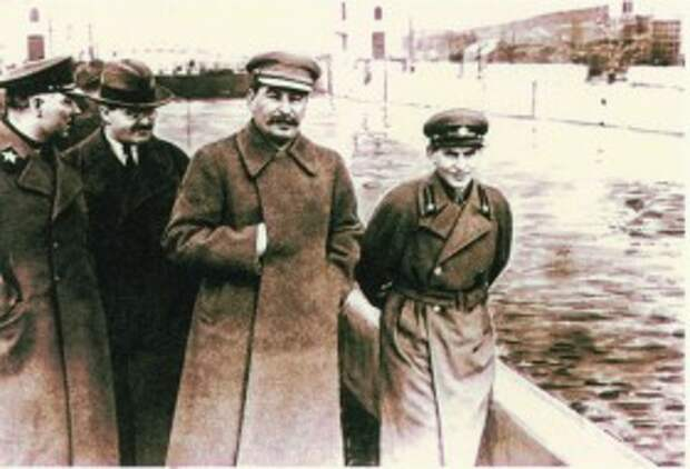 Ворошилов, Молотов, Сталин и Ежов на канале Москва-Волга, 1937 год