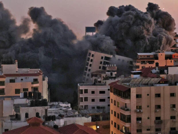 Уничтожение Израилем 13-этажного дома в секторе Газа попало на видео