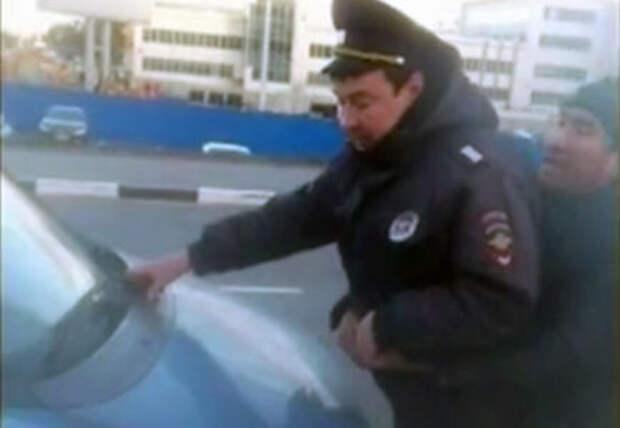В аэропорту Домодедово таксист пытался задавить полицейского