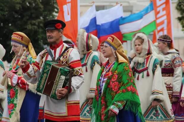 Конституция России не позволяет российскому народу управлять своей страной?
