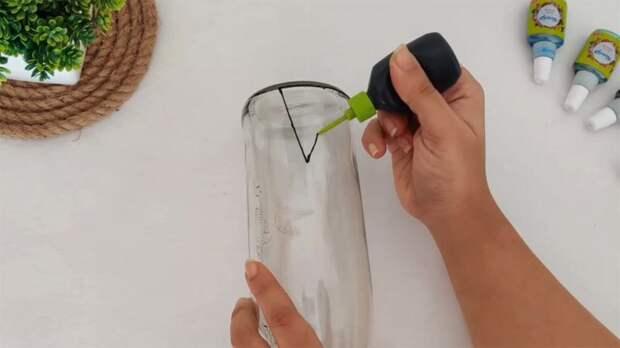 Из пустой бутылки — в шедевральный декор! Стильная идея для дома