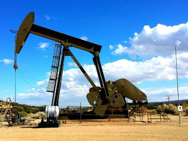 Нефть прибавляет в цене, Brent поднялась выше $70 за баррель