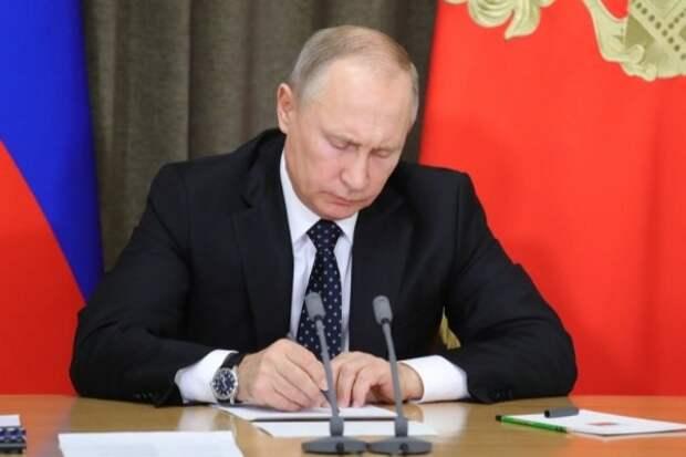 По 68 тысяч рублей: Путин подписал указ о новых выплатах
