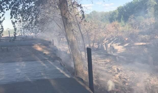 Гараж, баня и три автомобиля сгорели запрошедшие выходные вНижнем Тагиле
