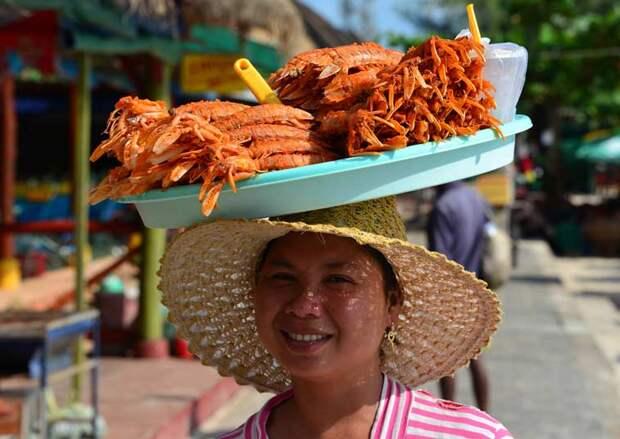 Уличная кухня Камбоджи. Стоит попробовать
