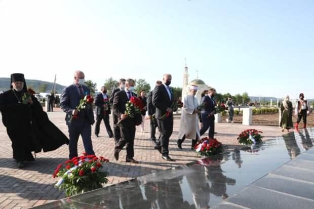 Владимир Константинов посетил мемориальный комплекс «Путь возрождения народов Крыма»