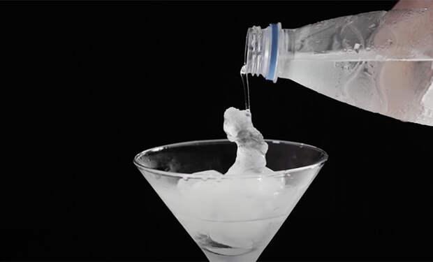 Физик показал, как превратить холодную воду в лед за одну секунду