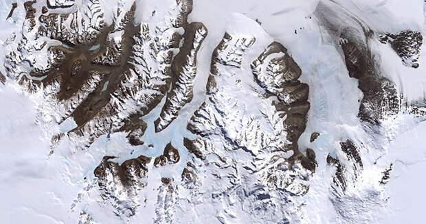 Сухие Долины Мак-Мердо, Антарктида. Изображение: Robert Simmon/NASA via