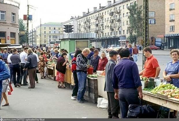 Центральный рынок Петрозаводска. На заднем плане виднеется какая-то вывеска на финском. история, факты, фото