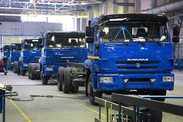 45 лет назад с конвейера сошел первый серийный грузовик КамАЗ