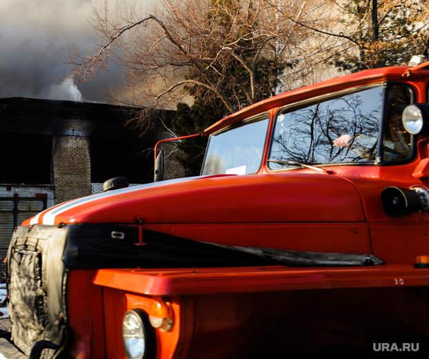 Под Челябинском горят деревянные дома. Пожару присвоена повышенная категория