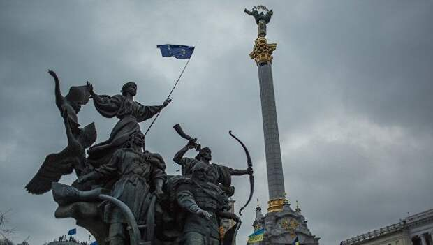 Запад будет просить Россию забрать Украину обратно – Сурков
