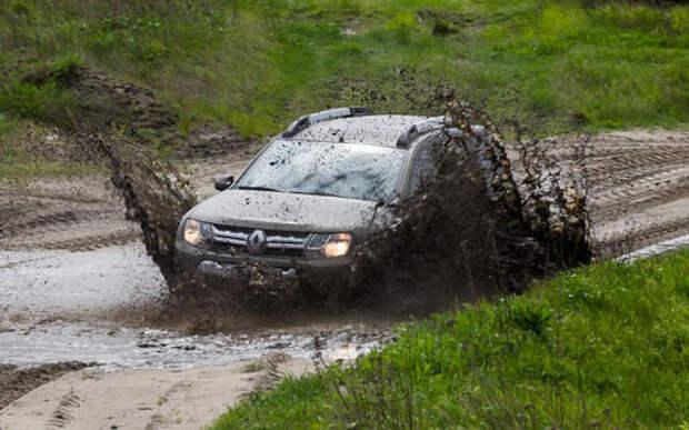 Renault Duster на военном полигоне и дорогах Прибалтики