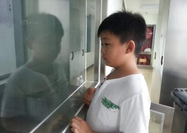Этому мальчику пришлось потолстеть на 10 кг, чтобы спасти жизнь отцу    отец, сын