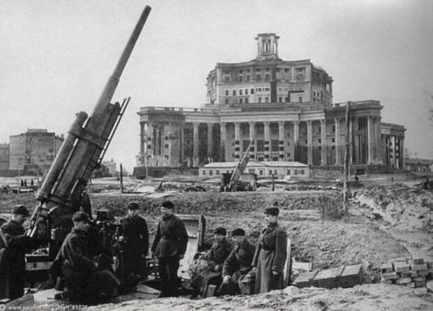 Как советские художники и архитекторы прятали Москву от фашистских бомбардировщиков