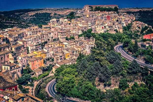 Мэр города на Сицилии предложил россиянам купить дом за один евро