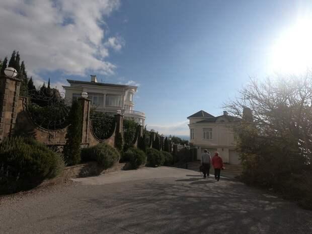 В бывшем севастопольском лагере им. Комарова гибнут парк и могила мыслителя Данилевского
