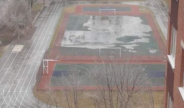 Вбассейн превращается новый стадион вшколе №30 вРостове во время дождя