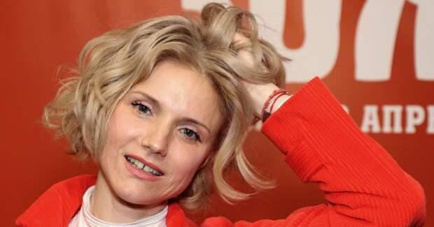 Каре, пикси, каскад: 11 модных стрижек для коротких кудрявых волос