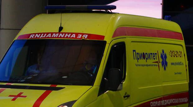 Омские медики волоком затащили мужчину в скорую помощь. Иначе поступить было невозможно