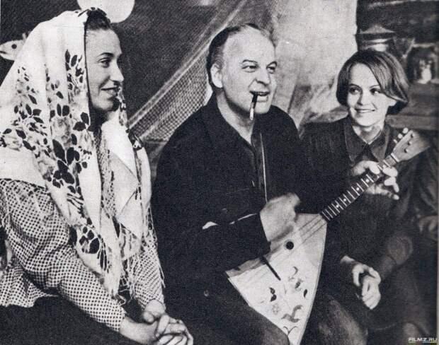 "На съемках фильма ""А зори здесь тихие"", 1972 год."