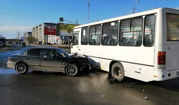 В массовом ДТП на Вагонке в Нижнем Тагиле пострадала пассажирка ВАЗа