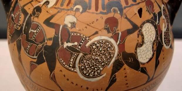Изображение сражающихся греческих воинов на древней амфоре