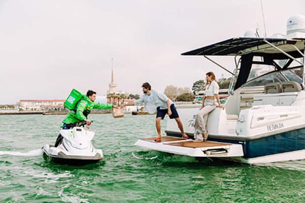 Шикарная жизнь: курьер привезет еду прямо на вашу яхту