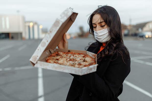 Ложь работника пиццы поместила почти 1,8 млн человек в строгую изоляцию