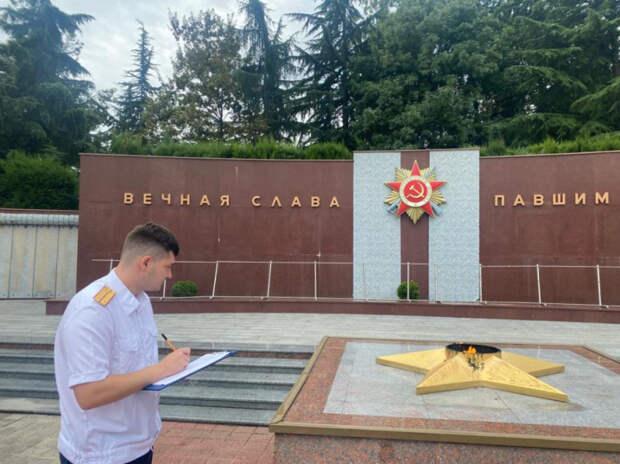 Глава СК РФ поручил завести уголовное дело об осквернении мемориала в Сочи