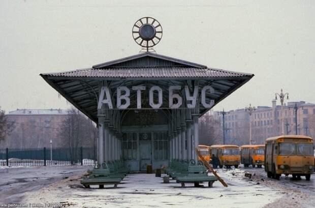 Автобусная станция в районе ВДНХ.