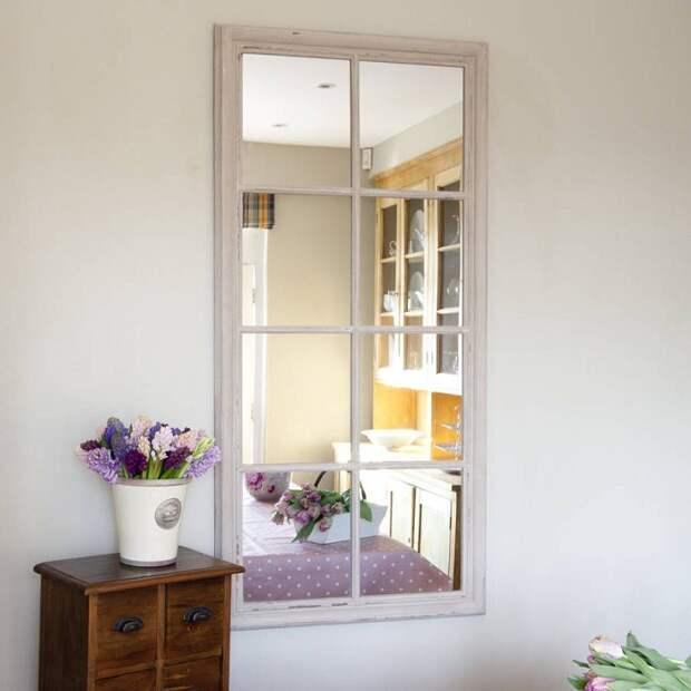 Зеркальное окно с имитацией разделения на части. / Фото: pinterest.ru