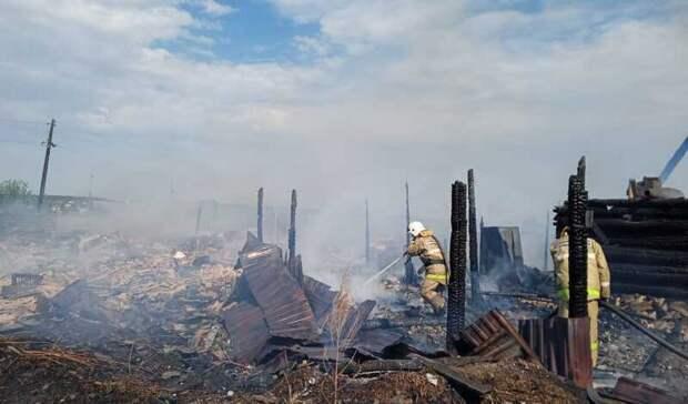 14 человек эвакуированы из-за пожара в селе под Екатеринбургом