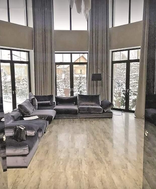 Круче только Захарченко: Два полковника полиции на взятки скупали дома и квартиры на сотни миллионов рублей