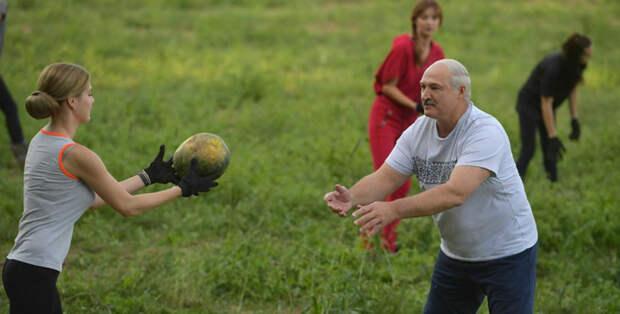 Чем сильнее Лукашенко лезет в грязь, тем лучше
