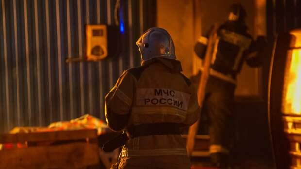 Пристройка загорелась в Кировском районе Петербурга