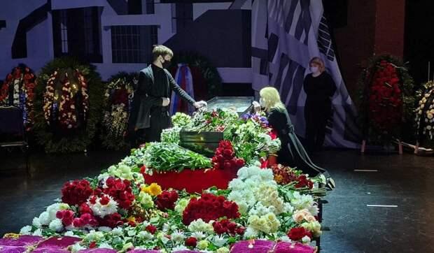 Краше Началовой: Виктюк в стеклянном гробу выглядит как принц из сказки