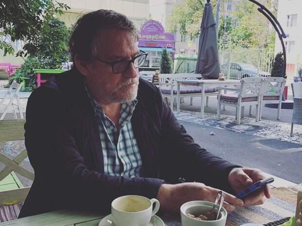 У актера Гаркалина, госпитализированного с короновирусом, развился сепсис, он снова в коме