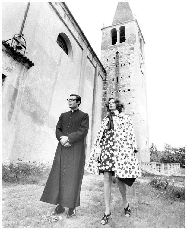 Marcello-Mastroianni-and-Sophia-Loren-The-Priest's-Wife-1971-directed-by-Dino-Risi-Costume-designer-Gianni-Polidori.jpg