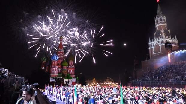 Праздничный салют в честь Дня Победы в Москве дадут сразу с 16 точек