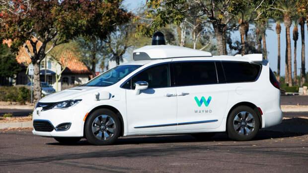 Беспилотное такси Waymo сначала застряло на дороге, а потом пыталось «сбежать» от техподдержки